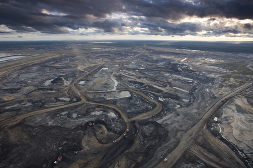 Syncrude Aurora Oil Sands Mine, near Fort McMurray, Canada. (SOURCE: goodcanadiankid.com)