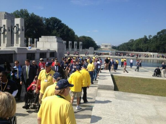 Iowa veterans at WWII memorial (Photo by Leo Shane III. Used with permission. © 2013 Stars and Stripes.)